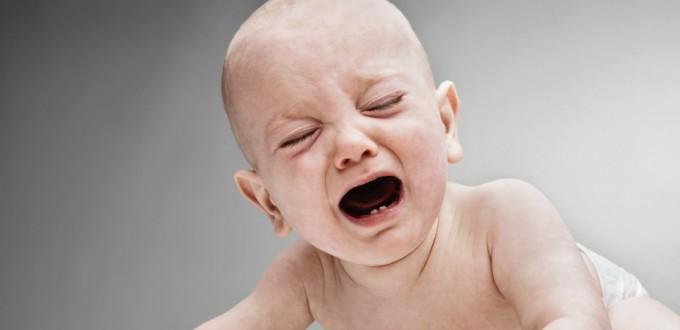 05 Jul 2006 --- Baby boy crying --- Image by © Bernd Vogel/Corbis